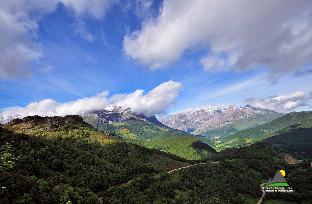 Las vistas del Valle de Valdeón desde el Mirador de Piedrashitas son espectaculares.