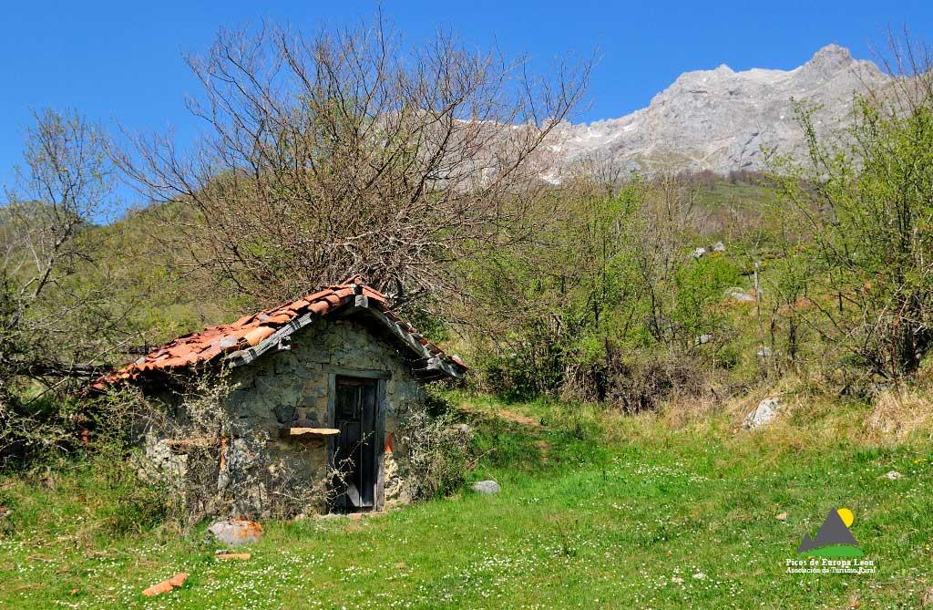 Cabaña de pastores en la majada de Argolla.