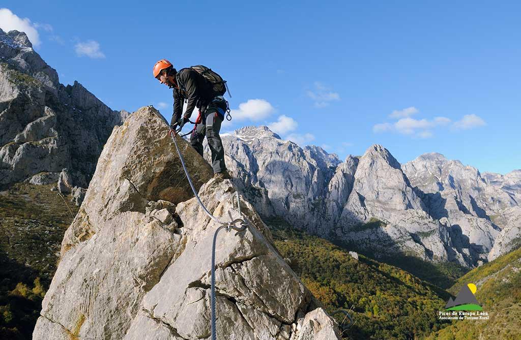 Sensaciones alpinas a lo largo de toda la vía ferrata.